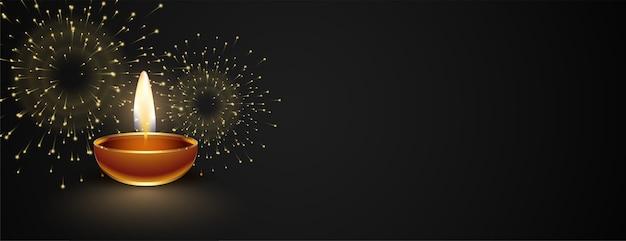 Banner oscuro feliz diwali con diya y fuegos artificiales