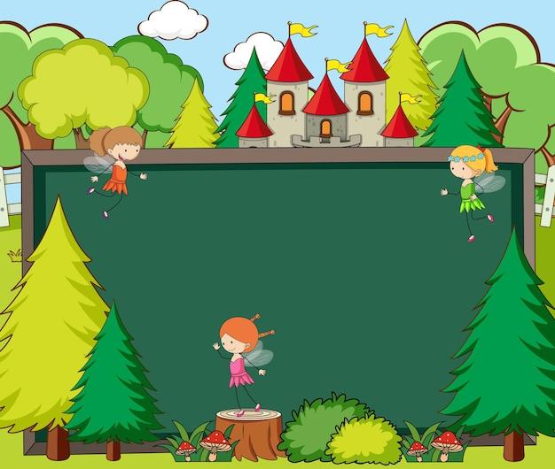 Banner de pizarra vacía en la escena del bosque con elementos y personaje de dibujos animados de cuento de hadas