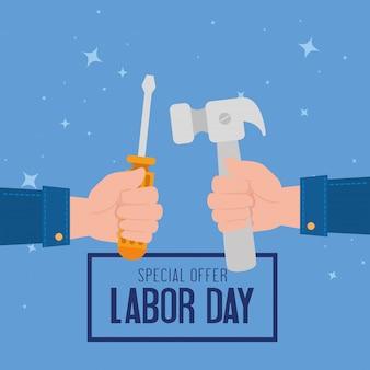 Banner de publicidad de promoción de venta del día del trabajo, con construcción de manos y herramientas