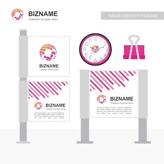 Banner publicitario de la empresa de diseño único con logo del mapa mundial.