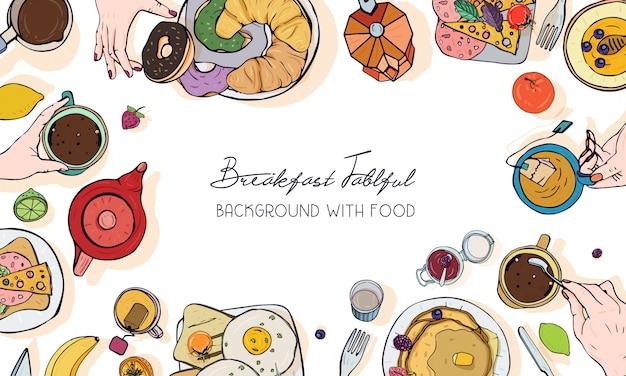 Banner publicitario horizontal sobre tema de desayuno. telón de fondo con bebidas, panqueques, sándwiches, huevos, cruasanes y frutas. vista superior. fondo dibujado a mano colorido con lugar para el texto.