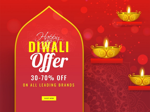Banner publicitario o póster con lámpara de aceite dorada iluminada (diya) y oferta de 30-70% de descuento para la venta happy diwali.