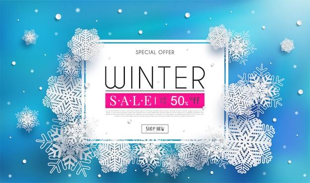 Banner de rebajas de invierno con un clima frío estacional y copos de nieve blanca ilustración o fondo