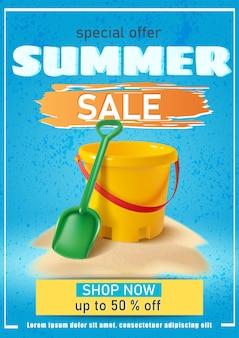 Banner de rebajas de verano con pala y cubo amarillo arena