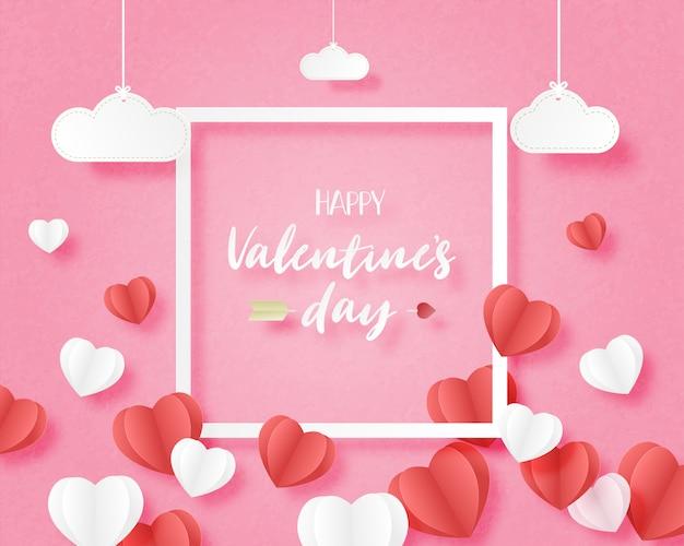 Banner de san valentín con forma de corazón flotando sobre fondo rosa y nubes colgantes con marco en papel cortado estilo.