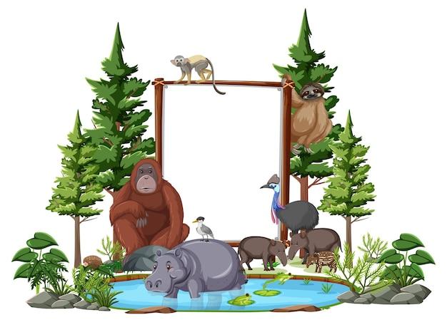 Banner vacío con animales salvajes y árboles de la selva sobre fondo blanco.