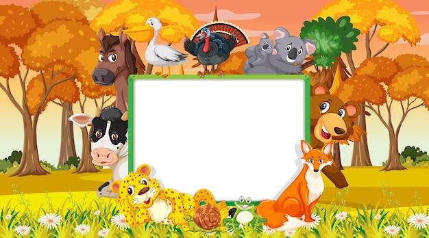 Banner vacío con varios animales salvajes en el bosque.