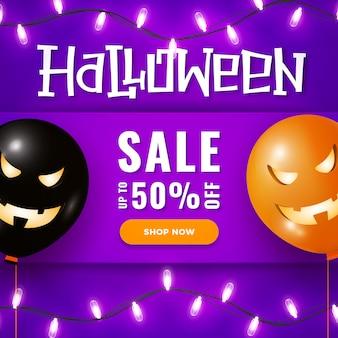 Banner de venta de halloween con grandes globos de aire de miedo, luces de guirnalda en violeta