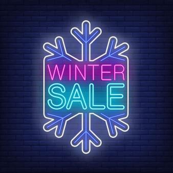 Banner de venta de invierno, copo de nieve en estilo neón
