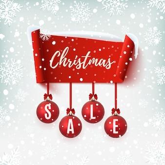 Banner de venta de navidad con adornos para árboles de navidad. cinta abstracta roja sobre fondo de invierno con nieve y copos de nieve.