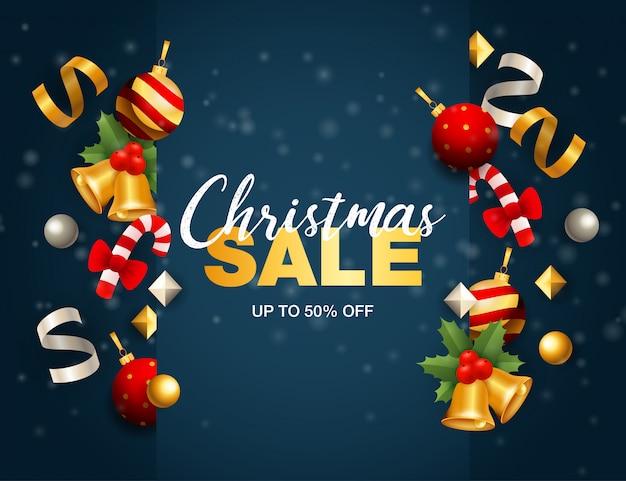 Banner de venta de navidad con cintas y bolas en suelo azul