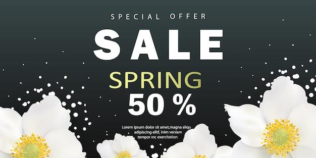Banner de venta de primavera con hermosas flores blancas sobre un fondo negro.
