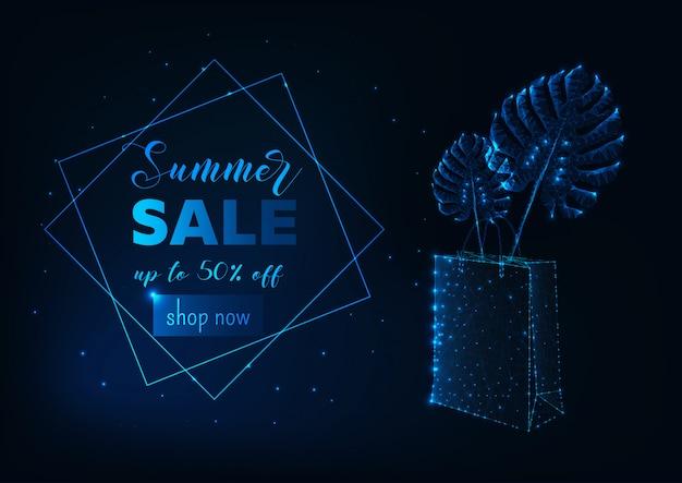Banner de venta de verano futurista con bolsa de compras de polietileno brillante y hojas de monstera tropical.