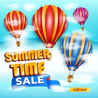 Banner de venta de verano con globo de aire caliente, cielo y nubes