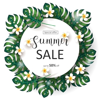 Banner de venta de verano con marco de hojas de palma, flores tropicales y letras hechas a mano. oferta especial hasta 50% de descuento