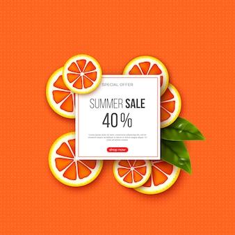 Banner de venta de verano con piezas de pomelo en rodajas, hojas y patrón de puntos. fondo naranja - plantilla para descuentos estacionales