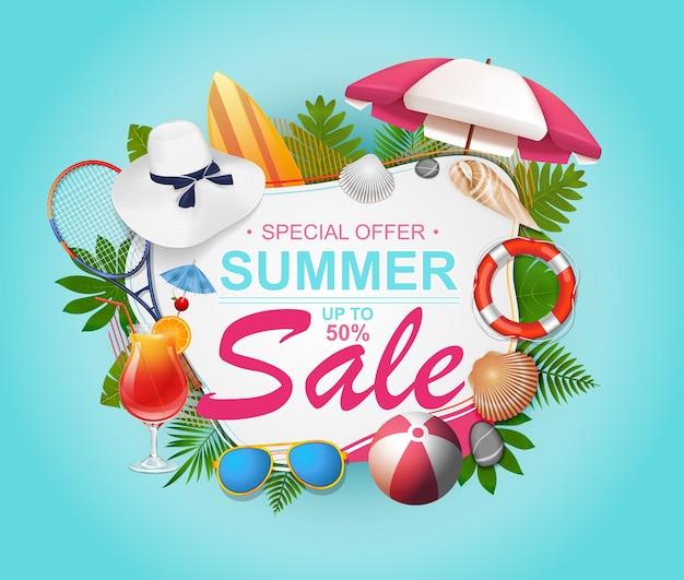 Banner de venta de verano para promoción con hojas de palmera e ilustración colorida de elementos de playa