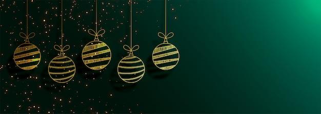 Banner verde feliz navidad con creativas bolas doradas