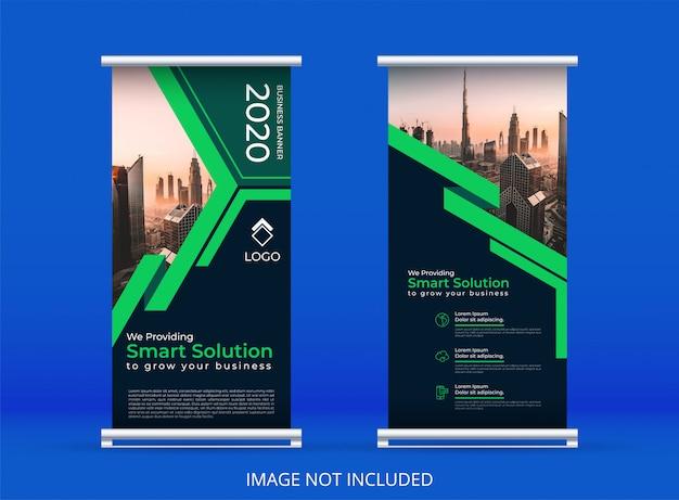 Banner vertical verde o plantilla de banner enrollable