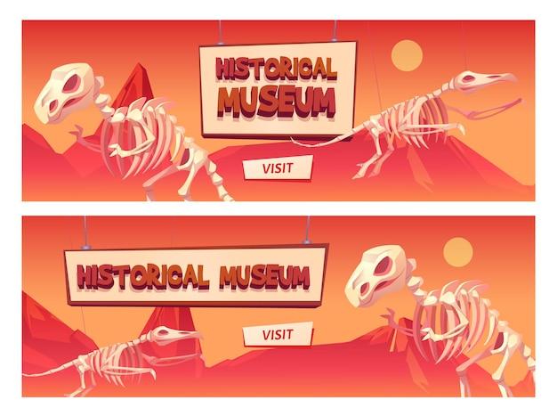 Banner de web de dibujos animados del museo histórico con esqueletos de dinosaurios y botón de visita.
