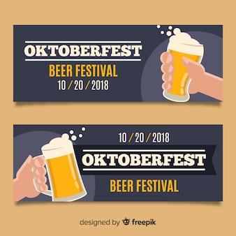 Banners adorables del oktoberfest con diseño plano
