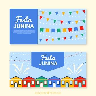 Banners azules con guirnaldas y casas para la festa junina
