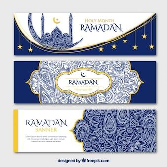 Banners de ramadan ornamentales azules con detalles dorados