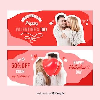 Banners de ofertas especiales de san valentín con pareja enamorada
