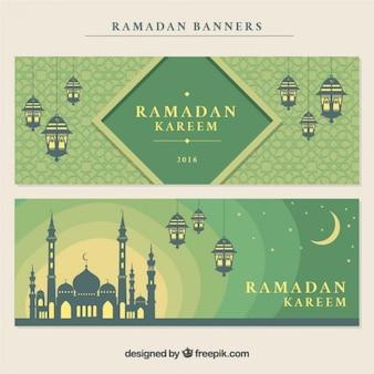 Banners de ramadan decorativos con mezquita y farolillos