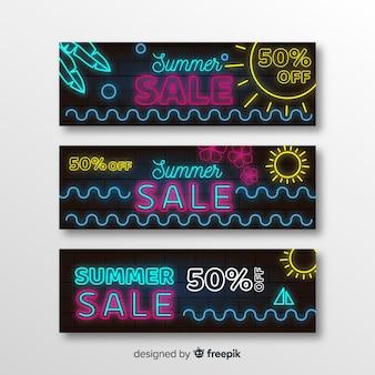 Banners de rebajas de verano en luz neón