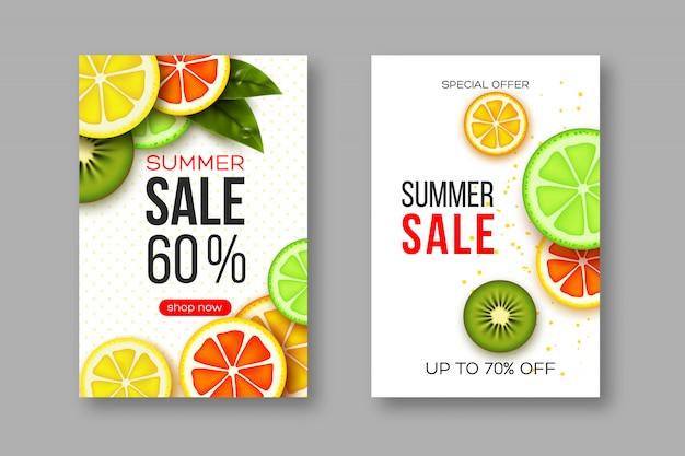 Banners de venta de verano con rodajas de cítricos y piezas de kiwi, hojas y patrón punteado. fondo blanco - plantilla para descuentos estacionales