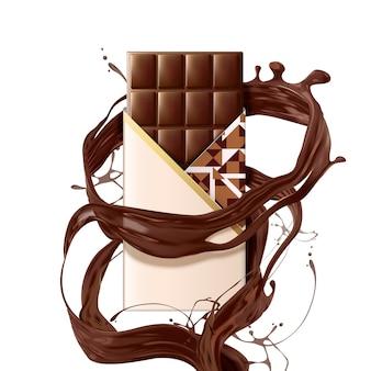 Barra de chocolate suave con salsa de remolino sobre fondo blanco.
