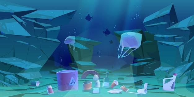 Basura plástica en el fondo del océano. fondo marino con diferentes tipos de basura.