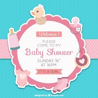 Bebé linda de la ducha de placas