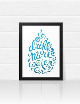 Bebe más letras de agua en el marco de fotos