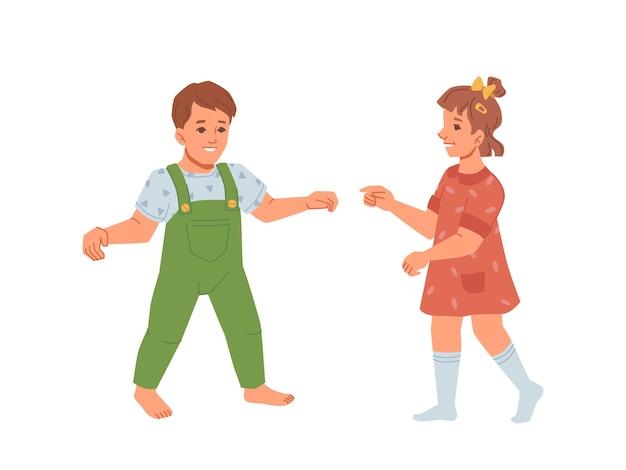 Bebé niño y niña aprendiendo a caminar desarrollo y crecimiento de niños pequeños con ropa de verano