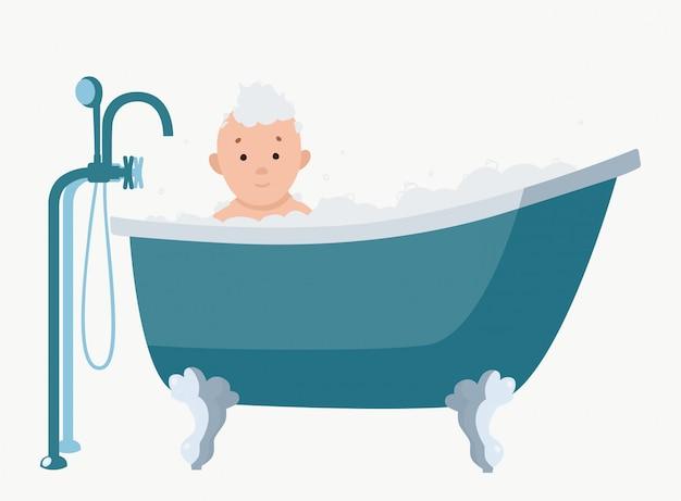 El bebé toma una bañera de agua jabonosa.