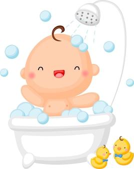 Un bebé tomando una ducha en la bañera.