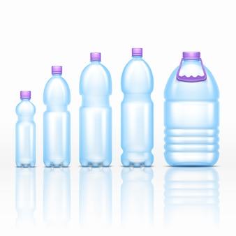 La bebida plástica realista embotella las maquetas aisladas en el conjunto blanco del vector del fondo. transparente de bott