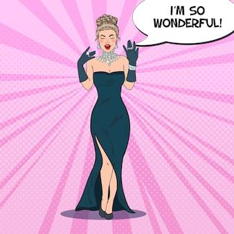 Bella mujer vestida de negro