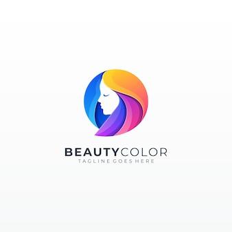 Belleza modelo de moda chica con colorido cabello largo teñido