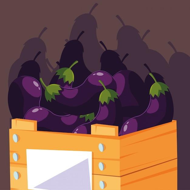 Berenjenas frescas vegetales en caja de madera