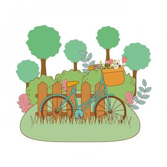 Bicicleta con canasta floral y valla en el paisaje.
