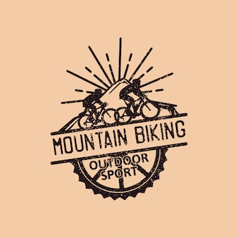 Bicicleta de montaña, plantilla de logotipo vintage de deporte al aire libre