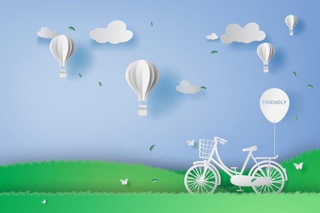 Bicicleta en el parque jardín con globos de aire.