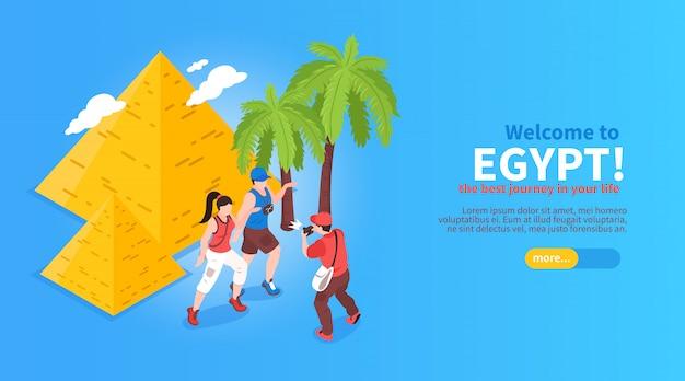 Bienvenido a egipto, viaje en línea, planificación, reserva, sitio web isométrico, banner horizontal con pirámides, palmeras, viajeros