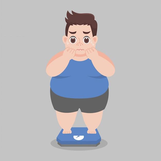 Big fat man se preocupe parado en balanzas electrónicas para peso corporal