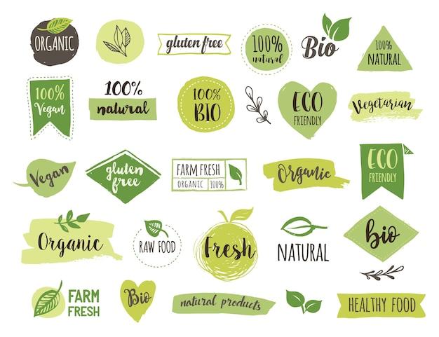 Bio, ecología, logotipos y etiquetas orgánicos. insignias de bio alimentos saludables dibujados a mano, conjunto de signos de alimentos crudos, veganos, saludables, orgánicos y conjunto de elementos