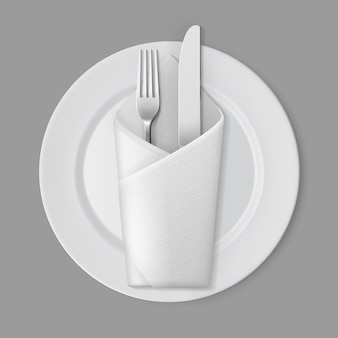 Blanco vacío plato redondo plata tenedor cuchillo sobre servilleta