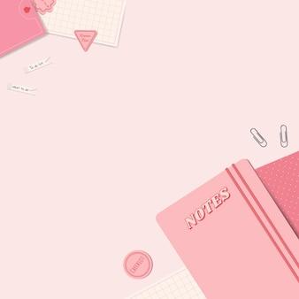Bloc de notas, clips, notas y material de oficina de color rosa